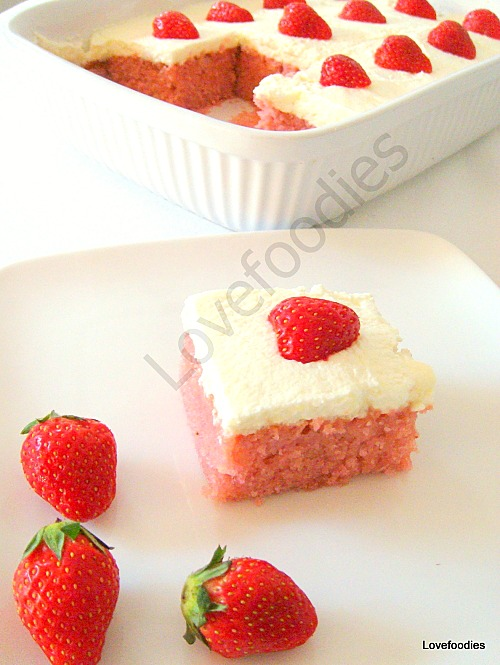 Moist Strawberry and Coconut Dream Cake
